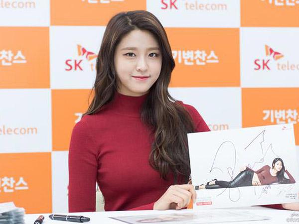Tanda Tangan untuk Fans Terlihat Asal-asalan, Seolhyun AOA Dikritik?