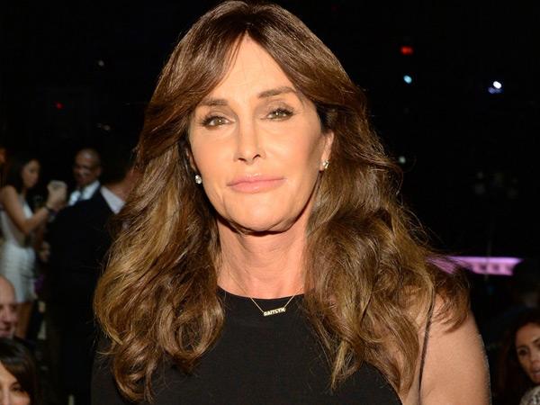 Caitlyn Jenner Cari Pasangan di Situs Kencan Transgender?