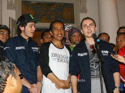 Gubernur Jokowi Serahkan Kacamata Pemberian Jorge Lorenzo ke KPK!