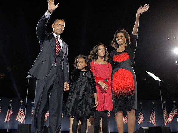 Foto Terbaru Keluarga Barack Obama, Penampilan Kedua Putrinya Jadi Sorotan