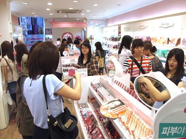 Tirukan Idola K-Pop, Makin Banyak Siswi SMP di Korea yang Pakai Makeup