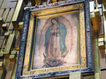 Seniman Muslim Asal Kebumen Buat Kolase Koran Bunda Maria Terbesar di Dunia