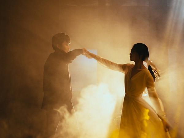 Intip Foto Pre-Wedding Unik Isyana Sarasvati Bertema Teatrikal Klasik