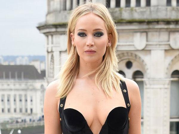 Jennifer Lawrence Bungkam Para Haters yang Ciptakan Kontroversi Tentang Pakaiannya