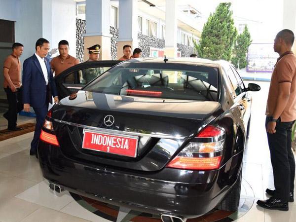 Cara Jokowi 'Kerjai' Paspampres dan Para Menteri di Acara Kunjungan Kerja