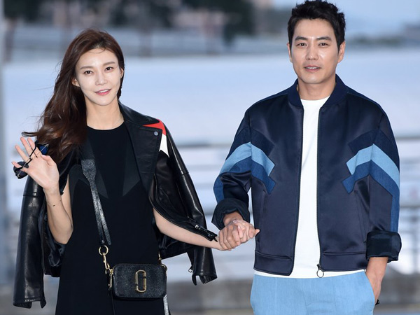 Mesra di Bandara, Joo Sang Wok dan Cha Ye Run Siap Foto Prewedding di Hawaii!