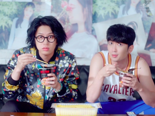 Kocak, Heechul Super Junior Jadi Fanboy Sejati Jung Chaeyeon di Video Musik 'Ulsanbawi'