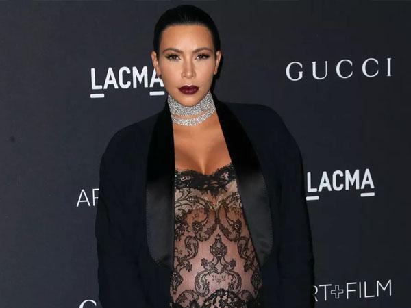 Kim Kardashian Minta Perhiasan Mewah Senilai Rp 13 Miliar Sebagai Kado Melahirkan
