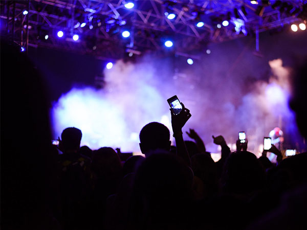 Simak Cara Asik Saat Nonton Konser Musik