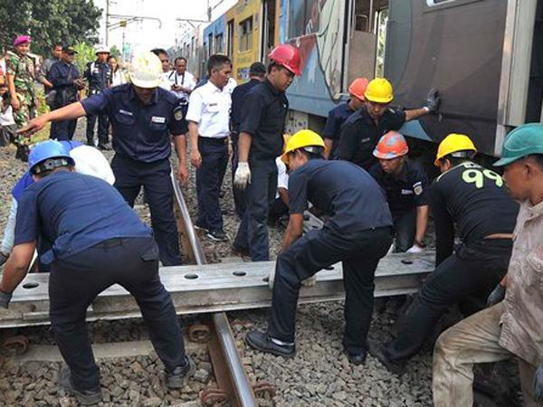 Kereta Argo Sindoro Anjlok di Stasiun Jayakarta, Perjalanan KRL Terganggu