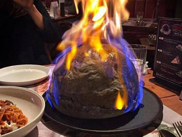 Tak Lagi Datar, Pizza Bomb Jadi Tren Kuliner Seru di Korea Selatan