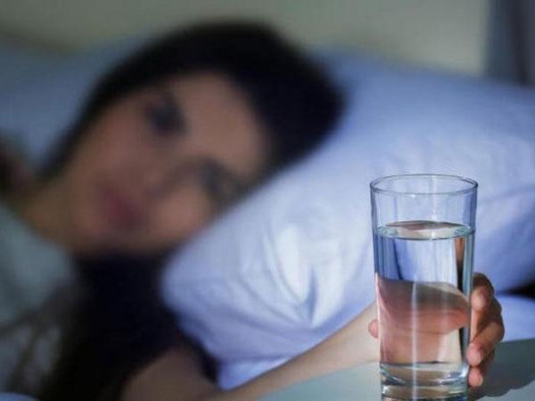 Sering Merasa Haus di Malam Hari atau Sebelum Tidur? Ini Fakta-Faktanya