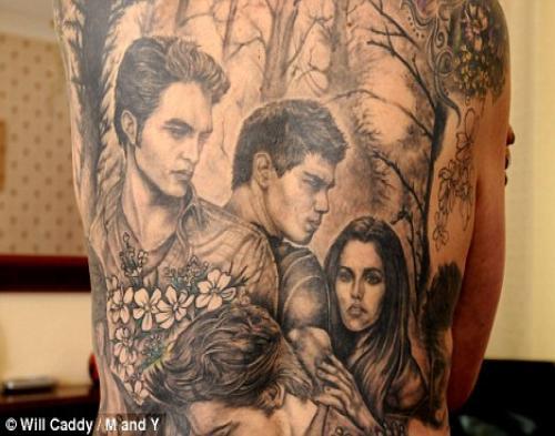 Fans Berat Twilight Buat Tattoo di Punggungnya