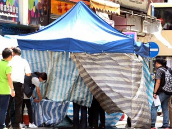 Jenazah Seorang WNI Terbungkus Kasur Dibuang Di Trotoar Jalan Hongkong