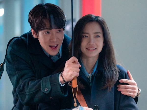 Potret Yoo Yeon Seok dan Shin Hyun Bin yang Makin Bucin di 'Hospital Playlist 2'