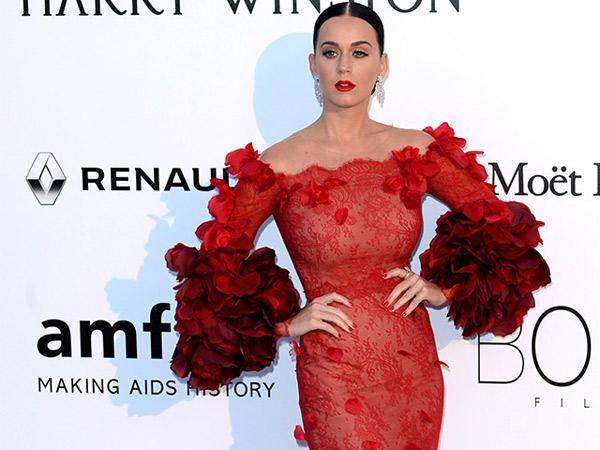 Berikan Isyarat, Katy Perry akan Konser Tahun Depan?