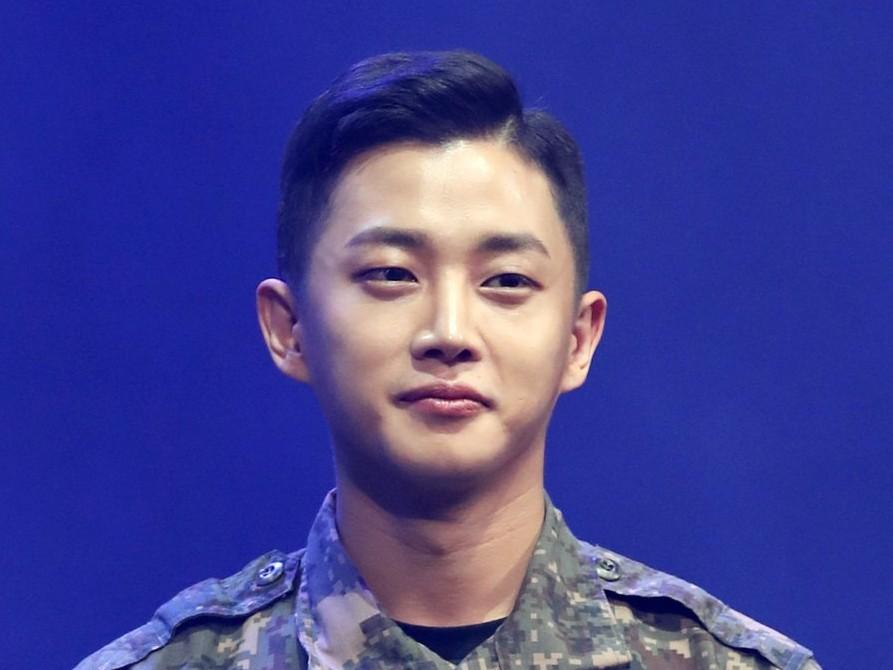 Kim Min Suk Selesai Wajib Militer Lebih Awal Akibat COVID-19
