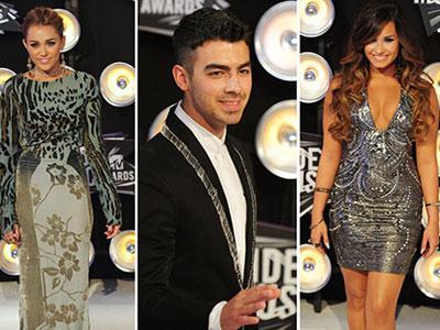 Wah, Joe Jonas Ngaku Diajari Ngeganja oleh Demi Lovato dan Miley Cyrus?