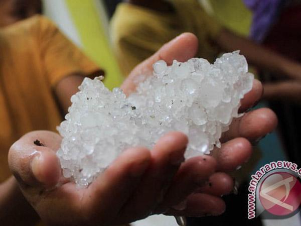 Heboh Hujan Es di Jakarta, Fenomena Alami Menurut BMKG?