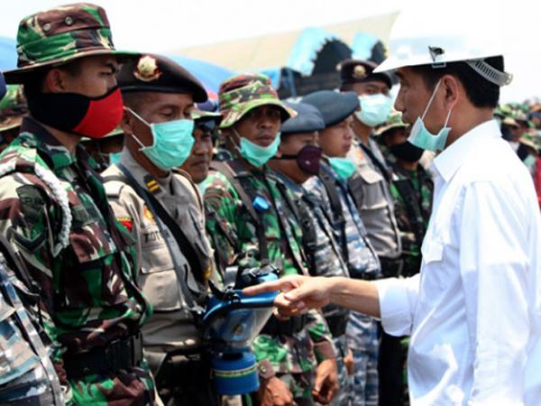 Tangani Bencana Kabut Asap, Malaysia dan Singapura Tawarkan Bantuan Militer