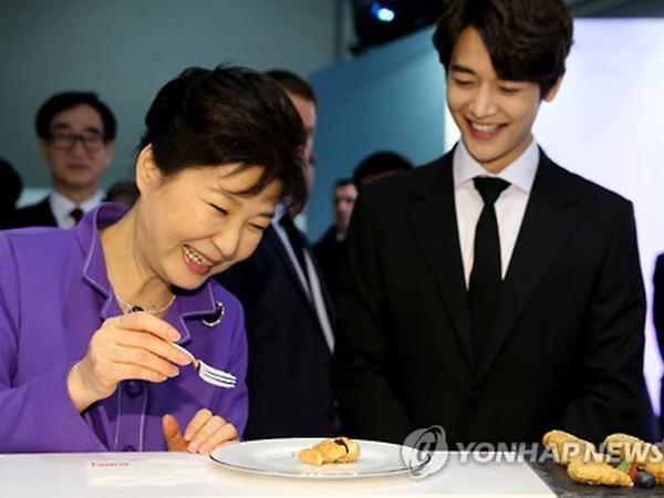 Berkunjung Ke Perancis, Presiden Park Geun Hye Didampingi Minho SHINee