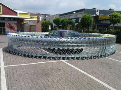Parkir Sembarangan, Supermarket Hukum Mobil Dengan Cara Unik