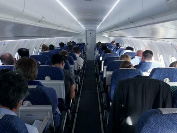 Cari Tahu Kepribadian Seseorang Lewat Pilihan Posisi Duduk di Pesawat