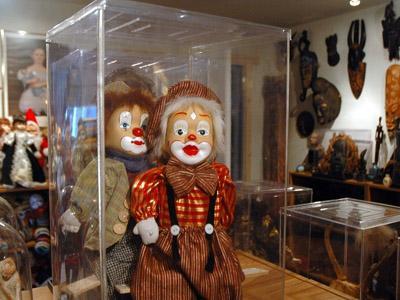 Berkunjung ke Museum Berisi Benda-Benda Gaib