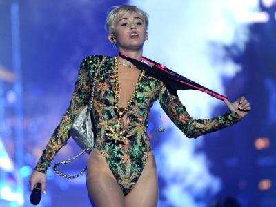 Duh, Miley Cyrus Kedatangan Penyusup di Ruang Ganti Konsernya!