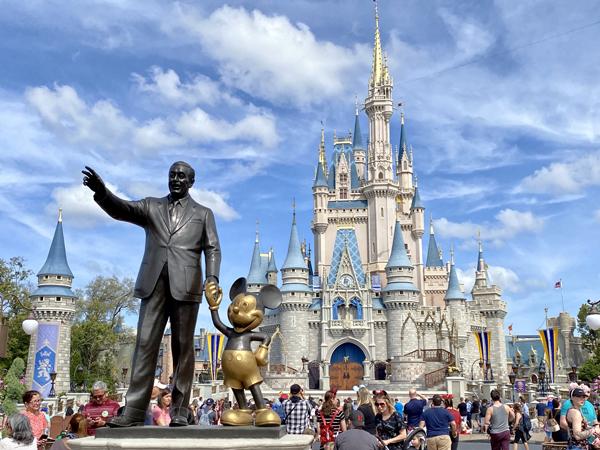 Dibuka Kembali, Disneyland Dikritik Terkait Keselamatan Pekerja