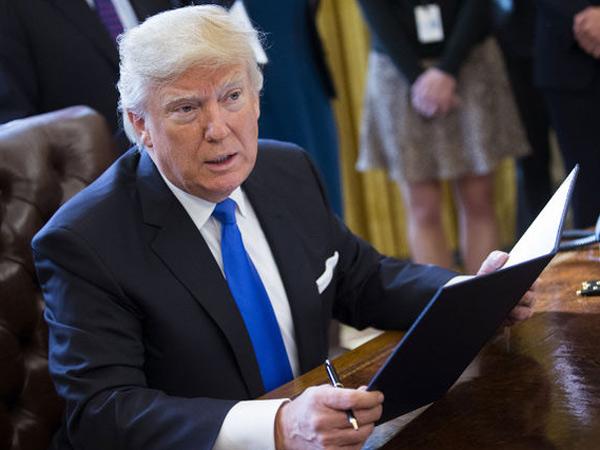 Sah, Donald Trump Larang 7 Warga Negara Muslim Masuki Amerika Serikat