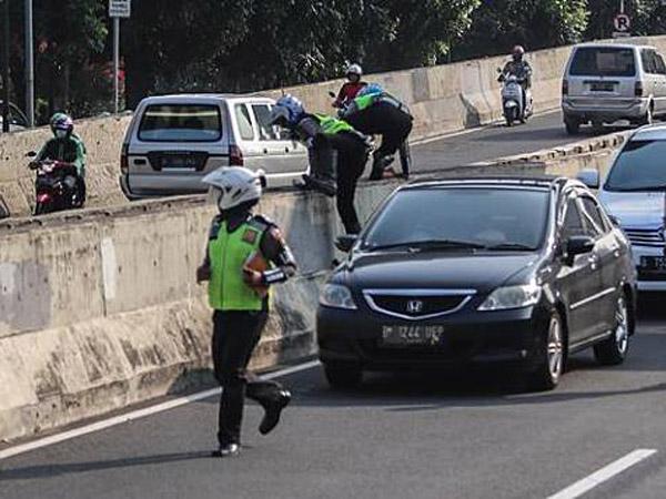 Alasan Polisi 'Gigih' Menindak Motor Pelanggar Jalan Layang Kasablanca