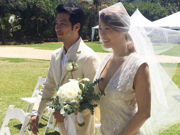 Resmi Lepas Masa Lajang, Intip Momen Bahagia Kahi Saat Menikah di Hawaii