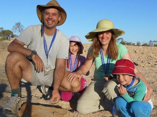 Liburan, Keluarga Ini Malah Temukan Fosil Hewan Purba!