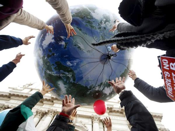 Foto-Foto Unik Protes Perubahan Iklim Menarik Perhatian Dunia