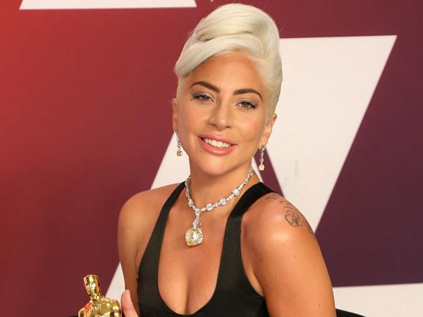Simak Rahasia Kulit Wajah Sempurna Tanpa Make Up Ala Lady Gaga