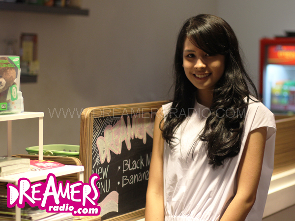 Mampir ke Dreamers Radio, Maudy Ayunda Kejar-kejaran dengan Penggemar!