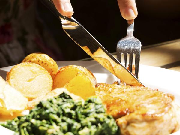 Cari Tahu Pola Makan yang Tepat untuk Turunkan Berat Badan Yuk!