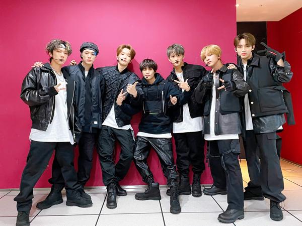 NCT U '90's Love Raih Trophy Pertama, Sungchan Jadi Trending