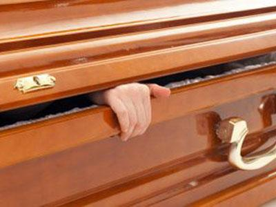 Pria Zimbabwe ini Mati Suri  Selama Dua Hari