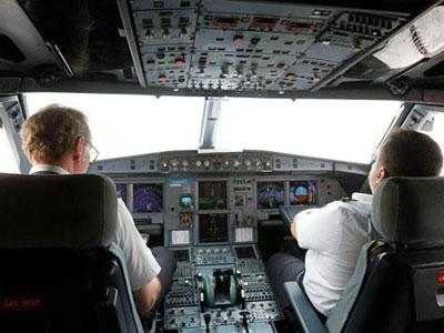 Duh, Dua Pilot Ini Tertidur Saat Terbangkan Airbus