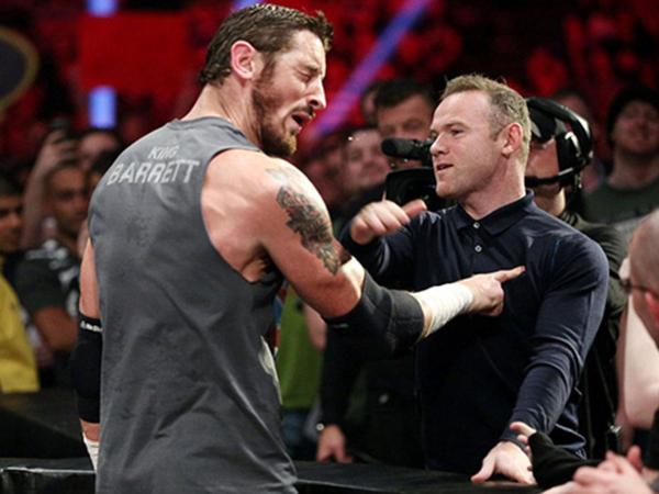 Diejek, Wayne Rooney Nekat Tampar Pegulat WWE Ini