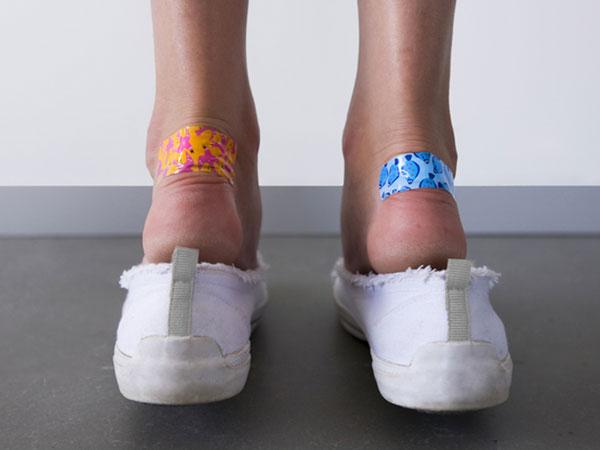 Tips Unik Saat Beli Sepatu Baru Agar Tak Buat Kaki Lecet