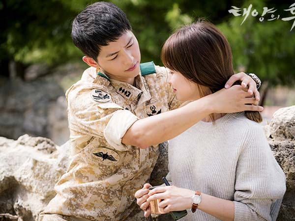 Siap Baper, Song Joong Ki Lakukan Adegan Romantis di 'Descendants of the Sun' Ini Dengan Fans!