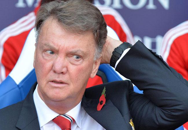 Manchester United Tersingkir, Fans 'Ngamuk' Minta Van Gaal Dipecat!