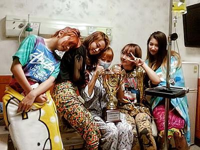 Raih Piala 'Show Champion', Member 4Minute Temui HyunA di Rumah Sakit