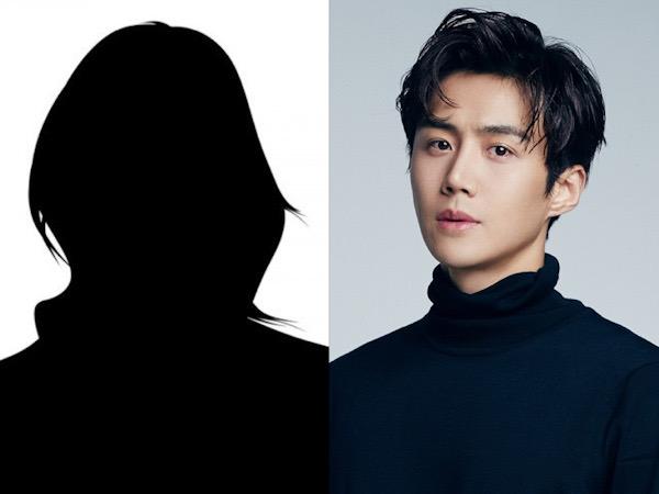 Wanita dari Skandal Kim Seon Ho Dilaporkan Sebagai Staf Penyiaran dan Influencer