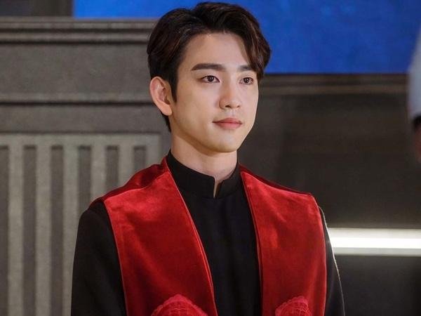 Potret Jinyoung GOT7 Jadi Hakim Gagah di Drama 'The Devil Judge'