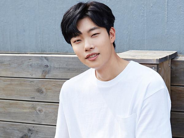 Tak Bersama Keluarga, Ryu Jun Yeol Terlihat Datangi Bioskop Saat Chuseok?