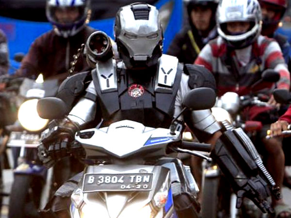 Kisah Miris Superhero 'Iron Man' Yang Keliling Jakarta Demi Jualan Kostum